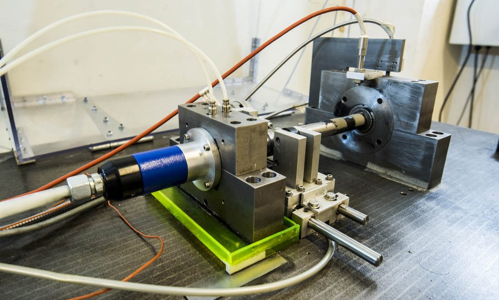 Dynamics research - Experimental equipment testing foil-air bearing in rotating machinery