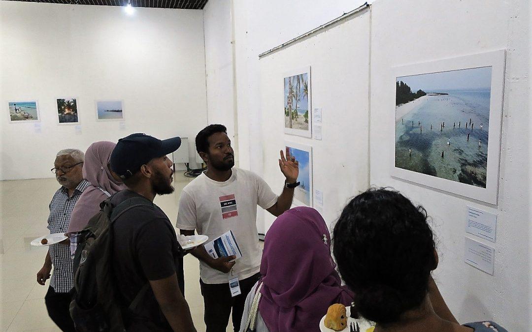 Photo exhibition reactions